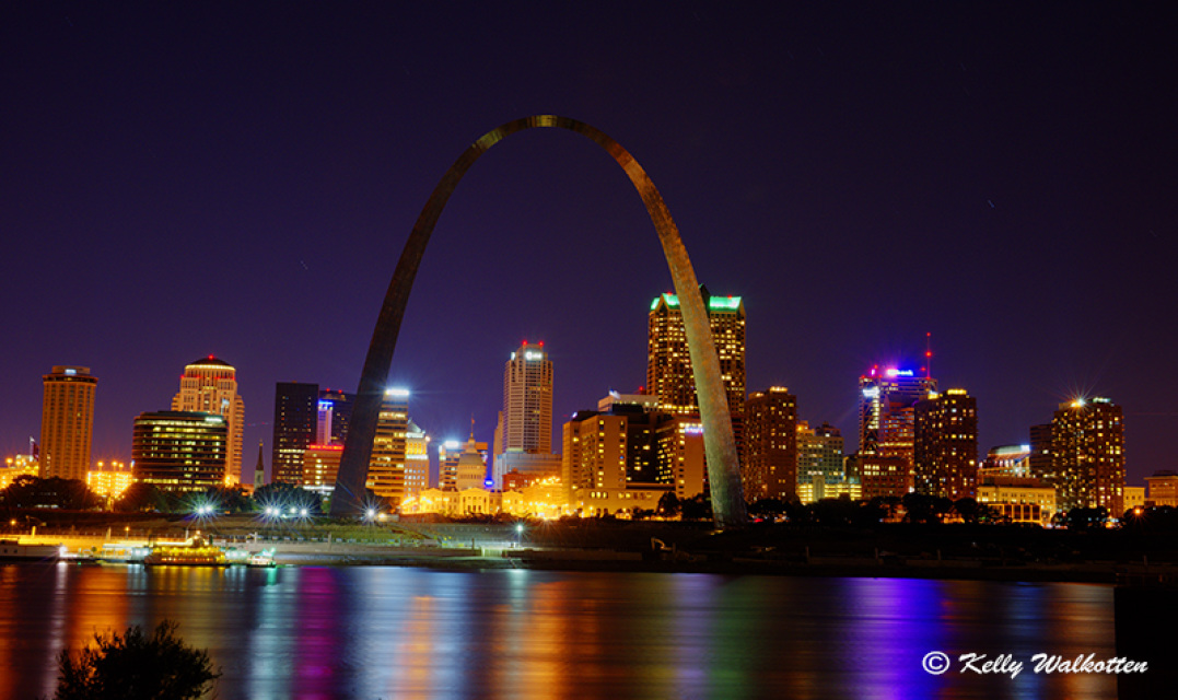 St louis arch at night for St louis architecture